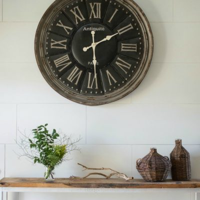 INEXPENSIVE Faux Shiplap Wall Treatment