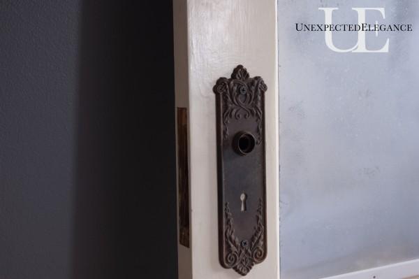 Door detail (1 of 1)