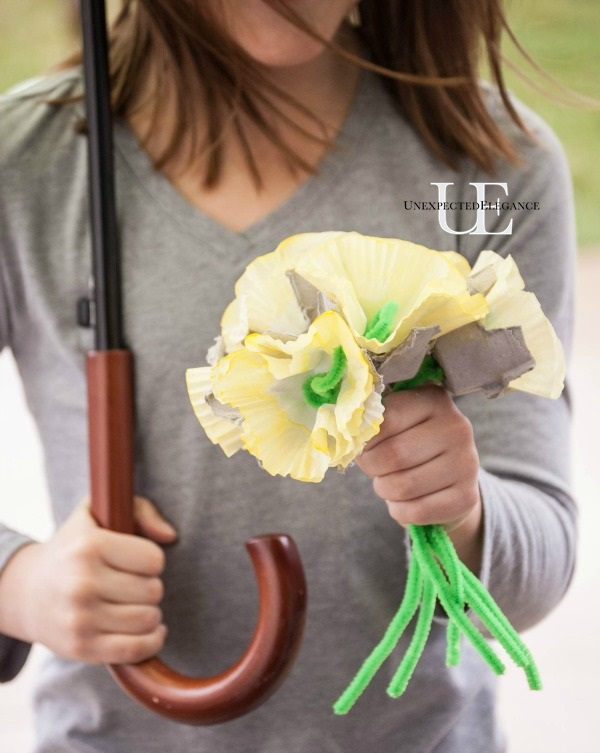 This Spring Flower craft is perfect for a preschool or kindergarten class.  Teach the kids about the parts of the flower as they create.  This is also a perfect Mother's Day gift idea!