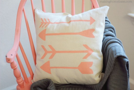 Trendy-Drop-Cloth-Arrow-Pillow-DIY