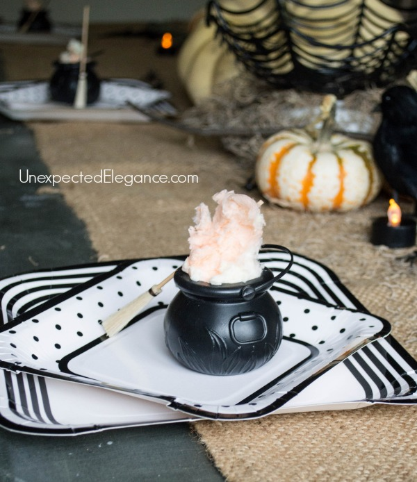 10 Minute Halloween Crafts | Smoky Cauldrons..SUPER easy and quick. Perfect for a Halloween party! #halloween #halloweencraft #party