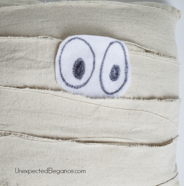 DIY Mummy Pillow for Halloween-1-3