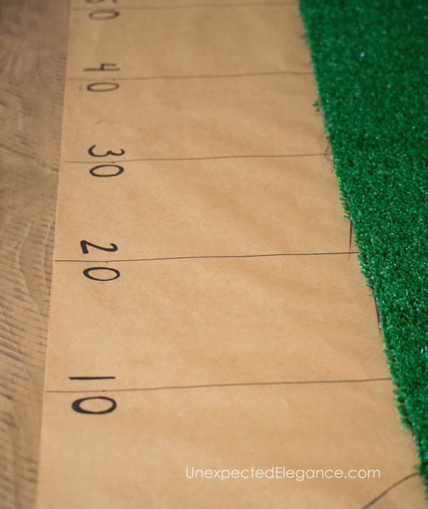 Get an easy and QUICK tutorial for football field table runner. This 10 minute craft will be a great addition to your Super Bowl Party!