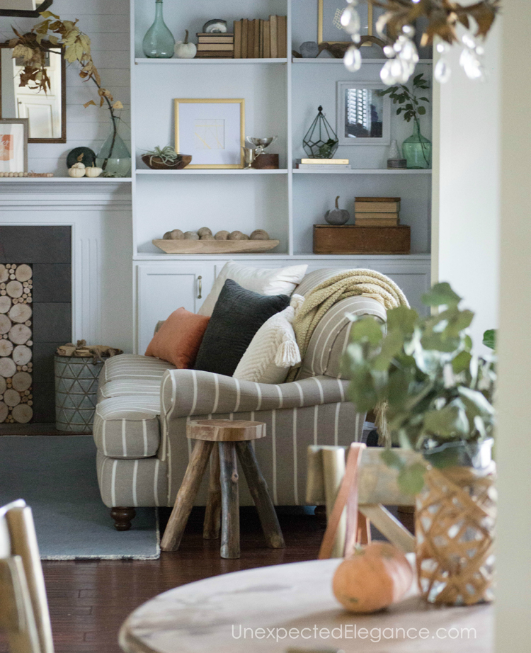 Want a beautiful mantel, but need some ideas?!? Get some inspiration from using natural elements to bring in the season.