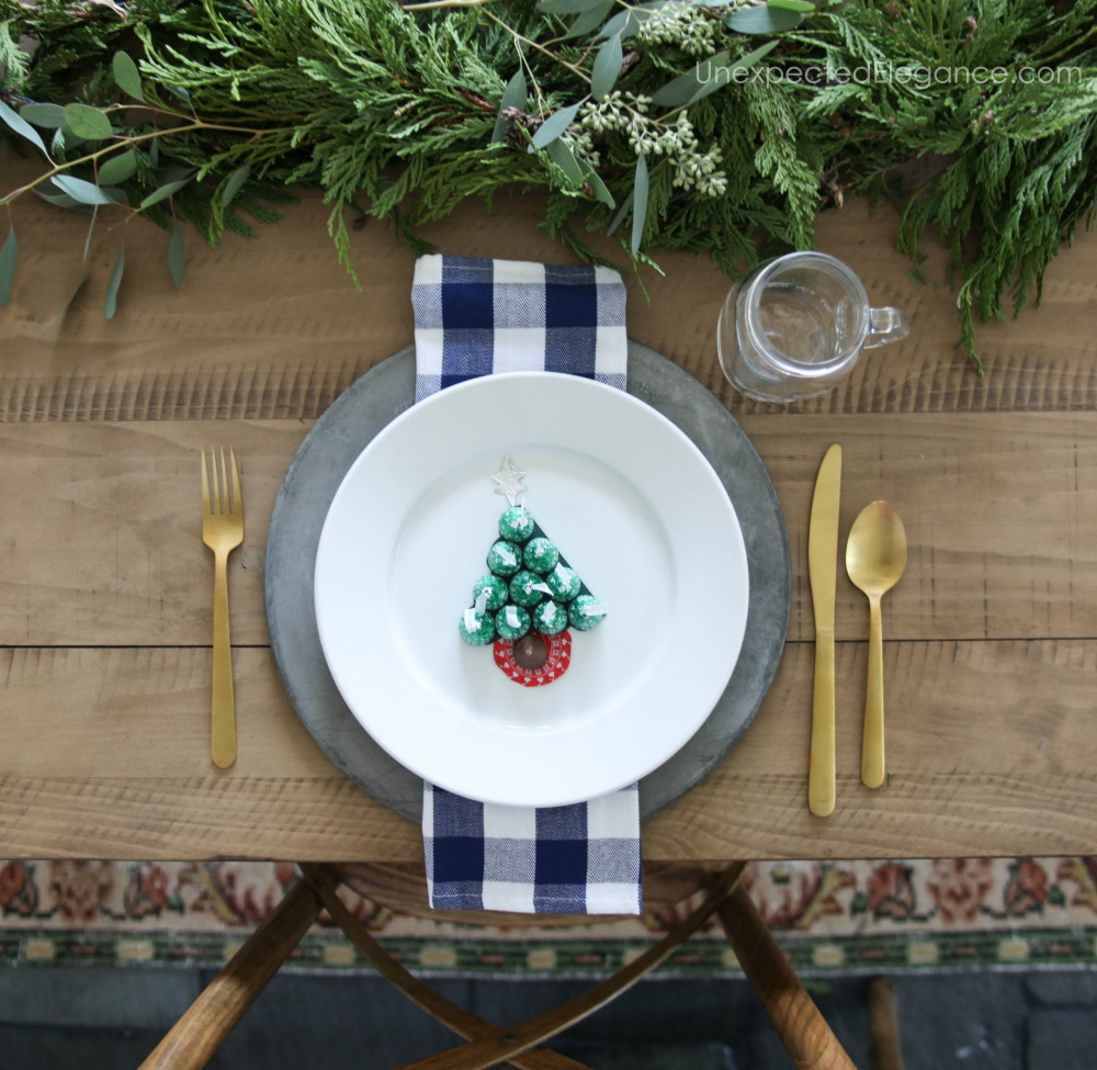 If you have kids, you might want to have something extra special waiting for them at the table for Christmas dinner. This Christmas table craft is perfect!