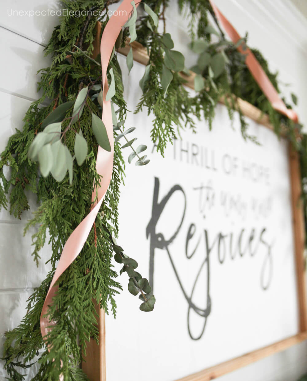 Simple holiday decor that look amazing.
