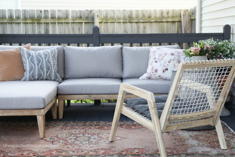 An outdoor patio makeover with seating for a crowd!  #patiomakeover #outdoorsectional