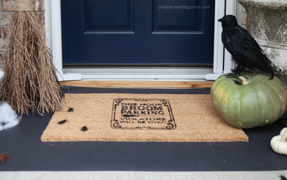 Get directions for this DIY Halloween doormat.