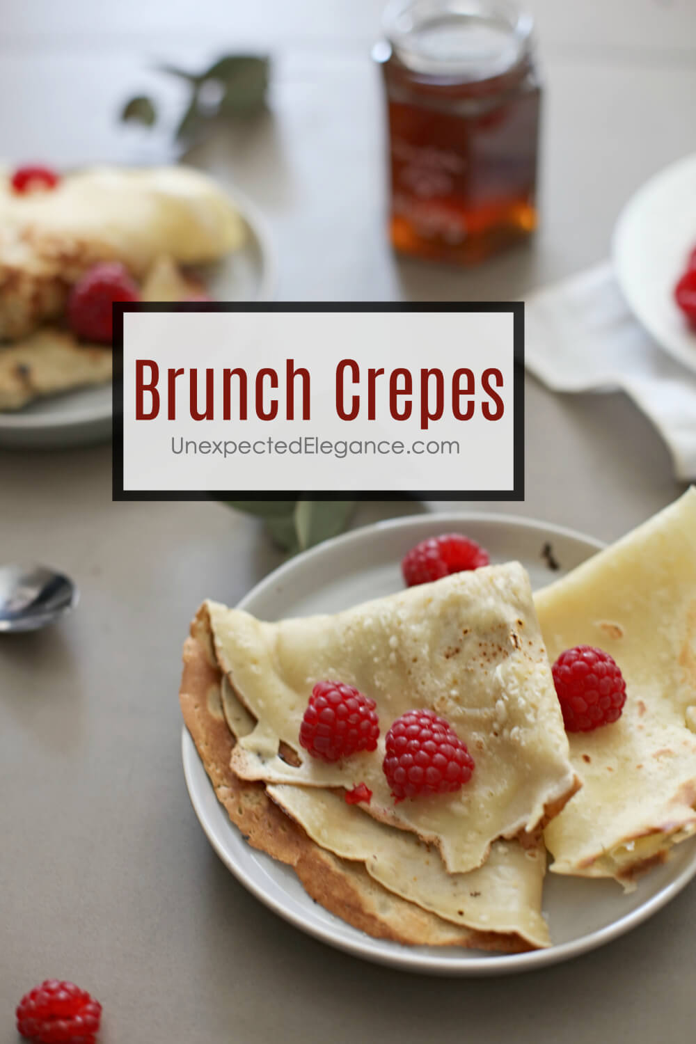 Try this delicious and versatile crepe recipe. You can add your own topping to personalize. It's delicious and is perfect for a Sunday brunch or even as a dessert.